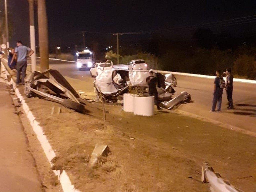EMBRIAGADO: Motorista de carro de luxo perde controle e capota veículo na BR-364