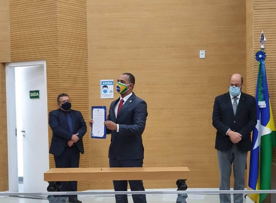 TRABALHO: Deputado Jhony ressalta compromisso com gestão ética e transparente