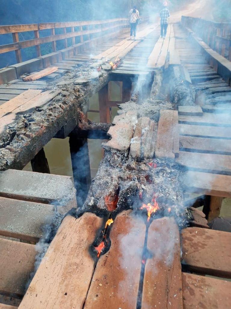 REVOLTA: População coloca fogo em ponte do distrito de União Bandeirantes