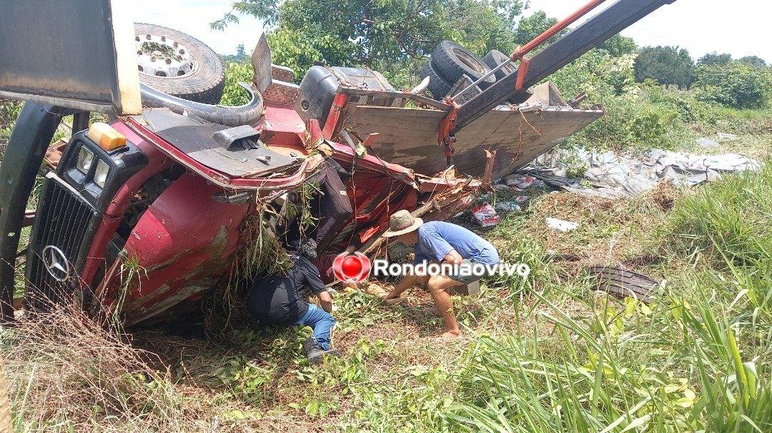 VÍDEO: Caminhão capota na BR-364 e mata trabalhadores