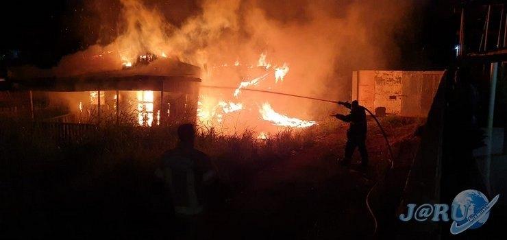 TRÁGICO: Homem morre carbonizado em residência que pegou fogo